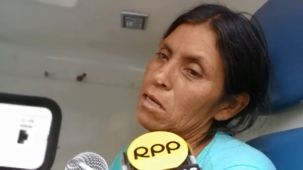 Entre lágrimas, la madre de los menores espera que los médicos puedan ayudar a sus hijos.