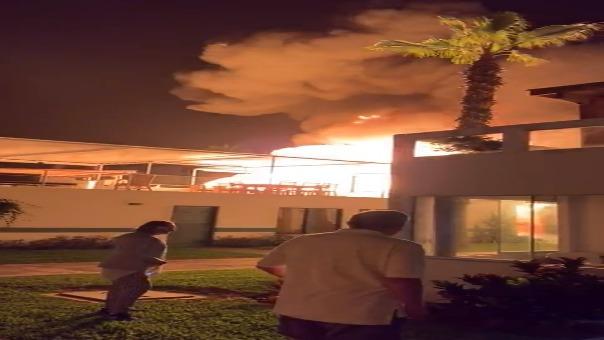 Usarios registraron el momento en que se produjo la explosión dentro de la casa de playa.