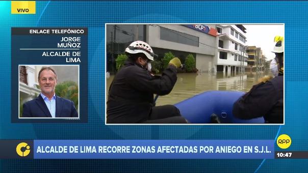 Jorge Muñoz recorre las zonas afectadas por aniego en SJL.