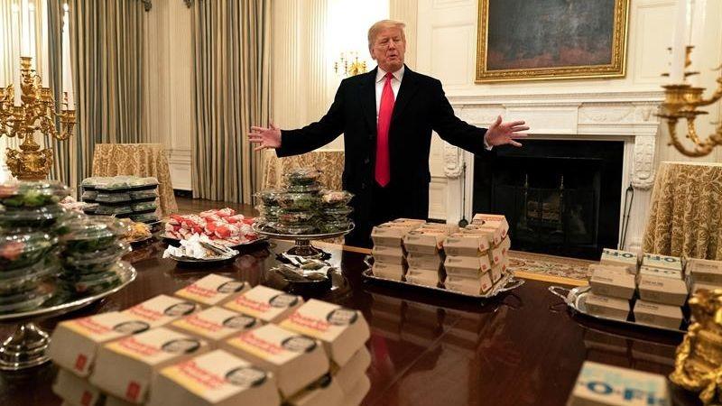 Donald Trump tuvo que pedir comida rápida por la falta de personal en la Casa Blanca debido al cierre parcial de la Administración estadounidense.