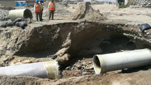 Tubería matriz se rompió en el Cono Norte de Arequipa.