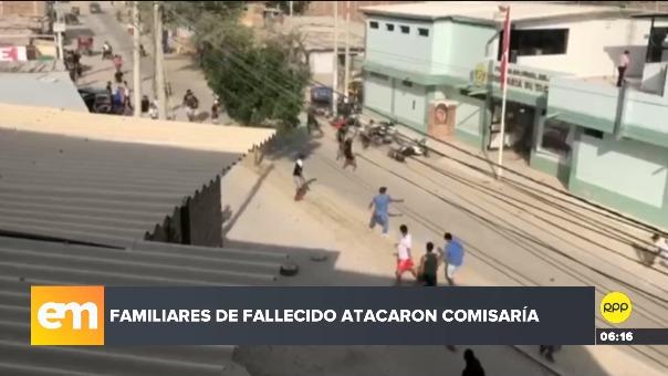 El último lunes y provistos de piedras y palos, los familiares y amigos del joven abatido atacaron dependencia policial.