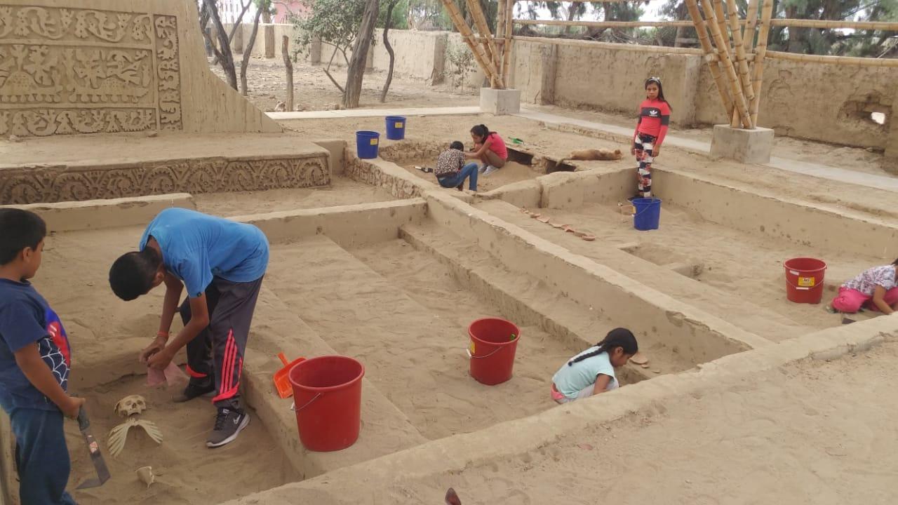 Niños y jóvenes participan en este taller