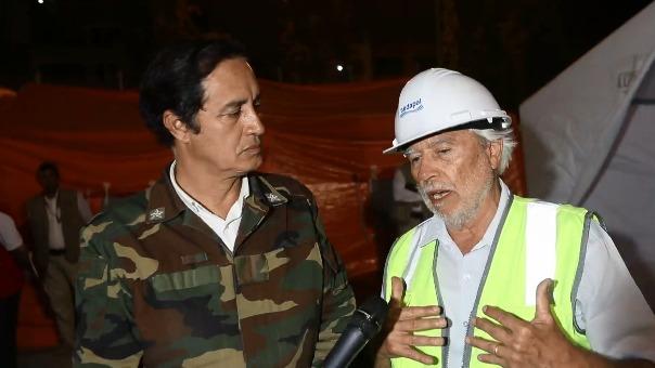 Representante de Sedapal y alcalde de San Juan de Lurigancho, Alex Gonzales, explican cómo se dará el restablecimiento del agua.