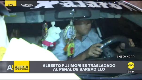 Así fue la salida del carro que traslada a Alberto Fujimori hacia el penal de Barbadillo.