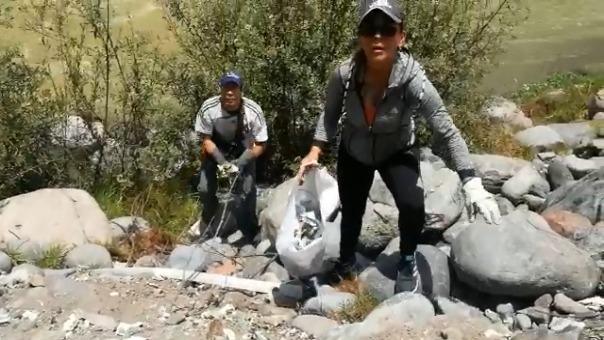 Ciudadanos venezolanos realizaron jornada de limpieza en ribera del Chili.