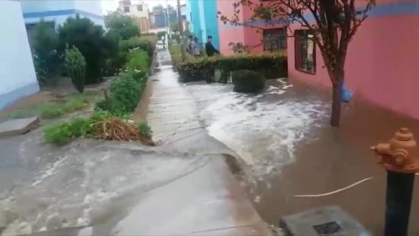 Imágenes sobre la inundación en el centro cívico de Tacna.