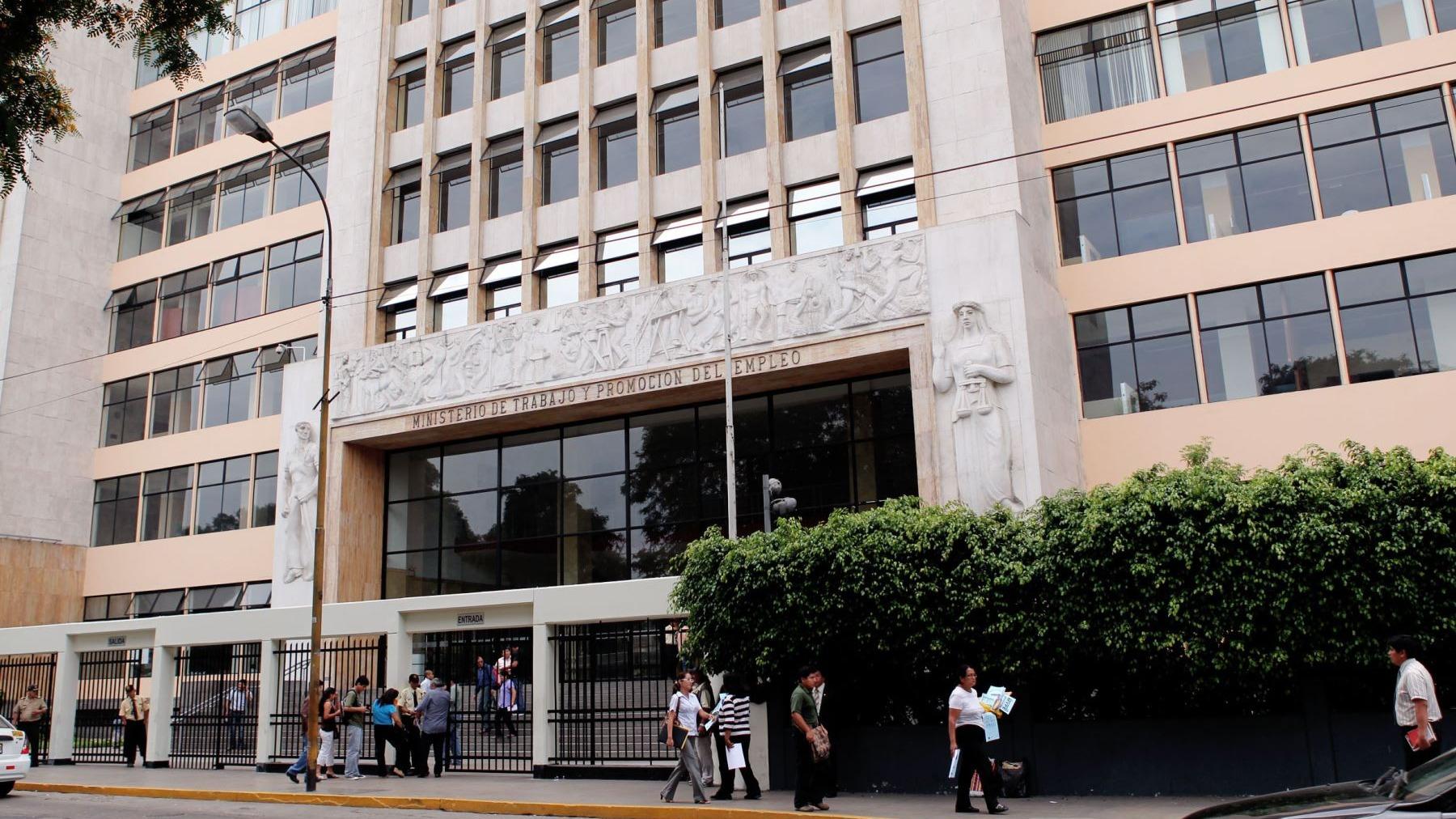 Cáceres señaló que el avance del informe sobre la propuesta de las empresas para una remuneración mínima diferenciada se presenta hoy en la primera reunión del CNT.