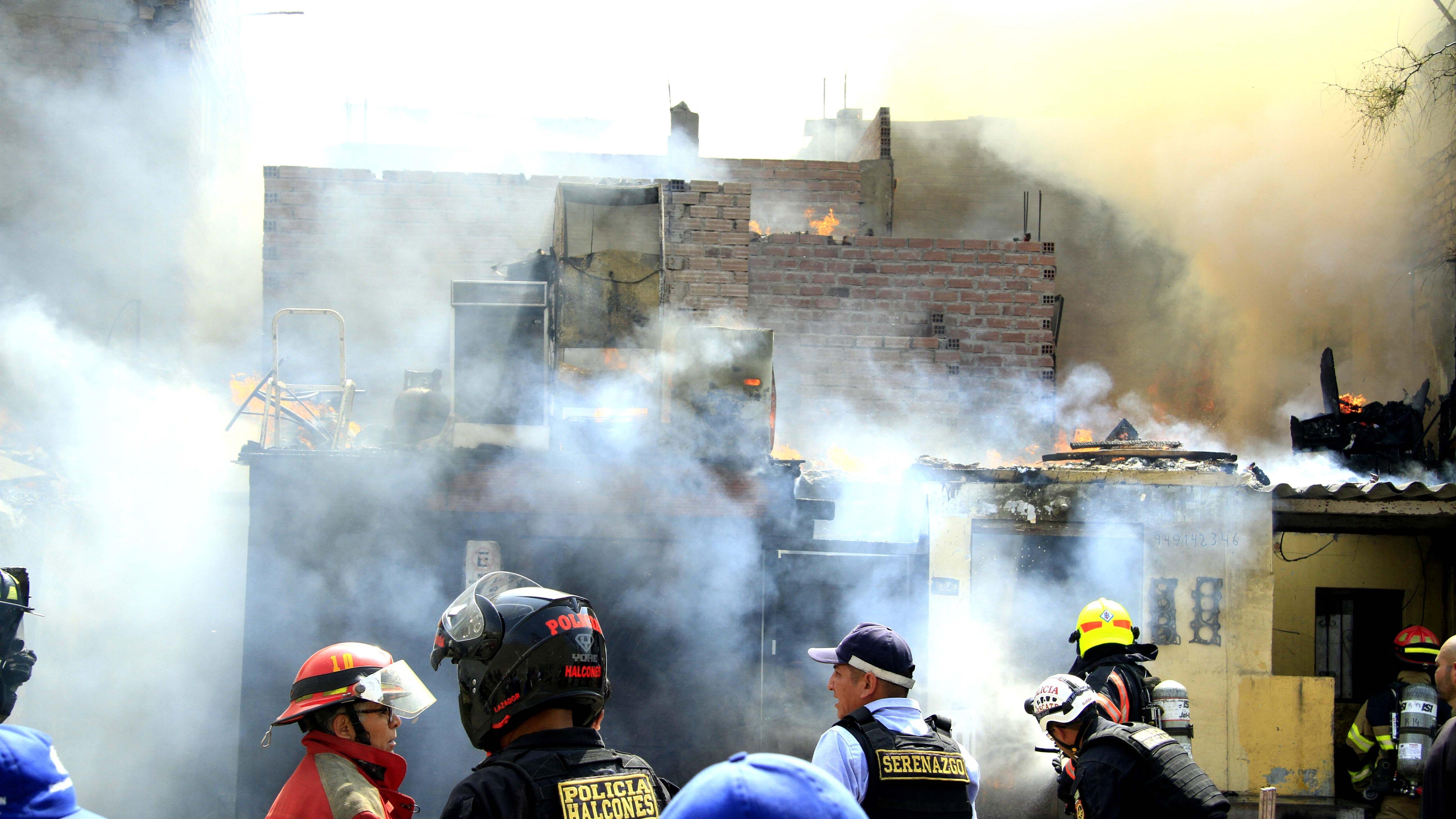 El incendio se registró en el Cercado de Lima.