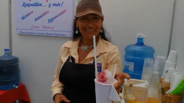 La raspadilla sour es una bebida refrescante que atrajo la atención de los visitantes.