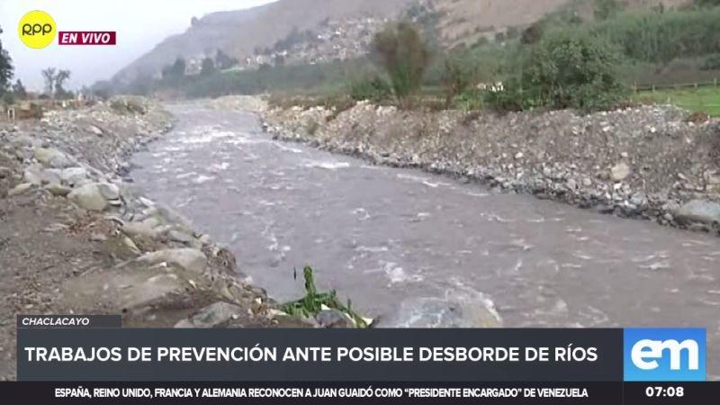 Vecinos de Chaclacayo temen que el río Rímac se desborde ante el aumento del caudal.