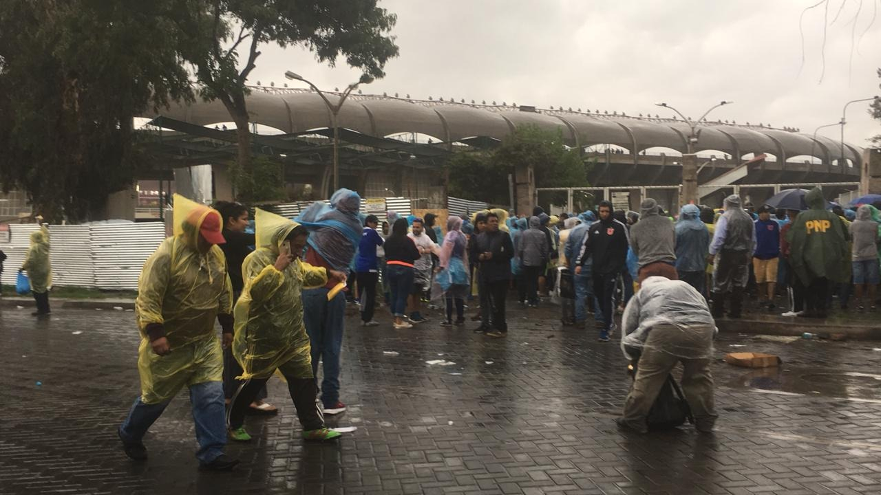 Torrencial lluvia se registró esta tarde en Arequipa.