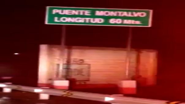 El puente Montalvo, que conecta a las regiones de Moquegua y Tacna también colapsó.