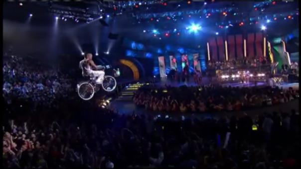 Así fue el ingreso de René Pérez en los Premios Juventud 2006.