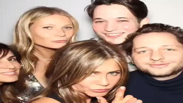 Gwyneth Paltrow grabó un par de estos divertidos videos durante la fiesta de Jennifer Aniston.