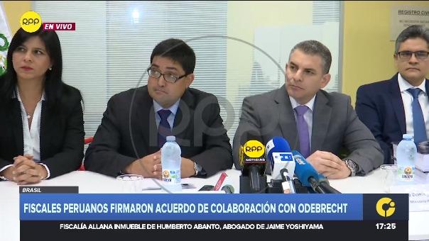 Los fiscales del Equipo Especial Lava Jato y el procurador adhoc para el caso Jorge Ramírez en conferencia de prensa tras la firma del acuerdo.
