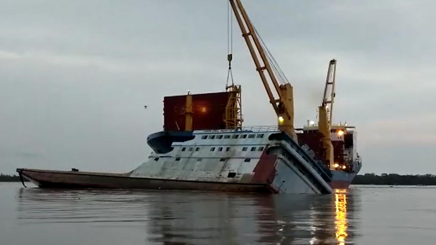 Las embarcaciones se empezaron a hundir tras la colisión.