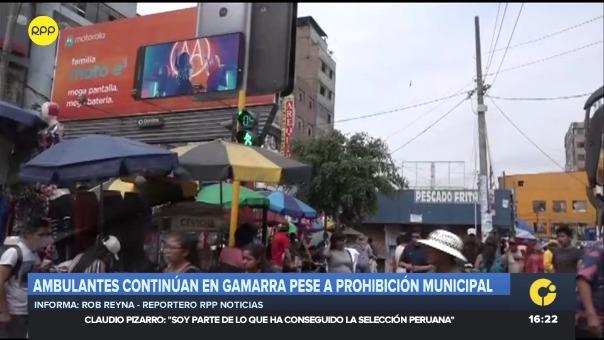 Van tres días de publicada la ordenanza, pero los comerciantes ambulantes hacen caso omiso. Alcalde ya anunció un operativo en las próximas semanas.