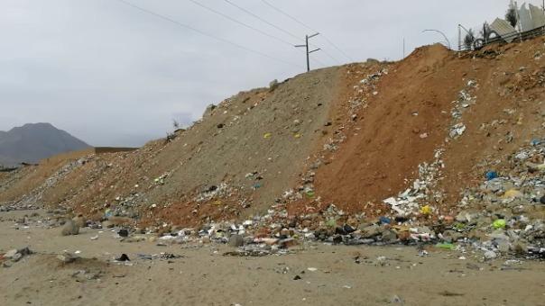 La basura está esparcida en varias zonas de la quebrada.