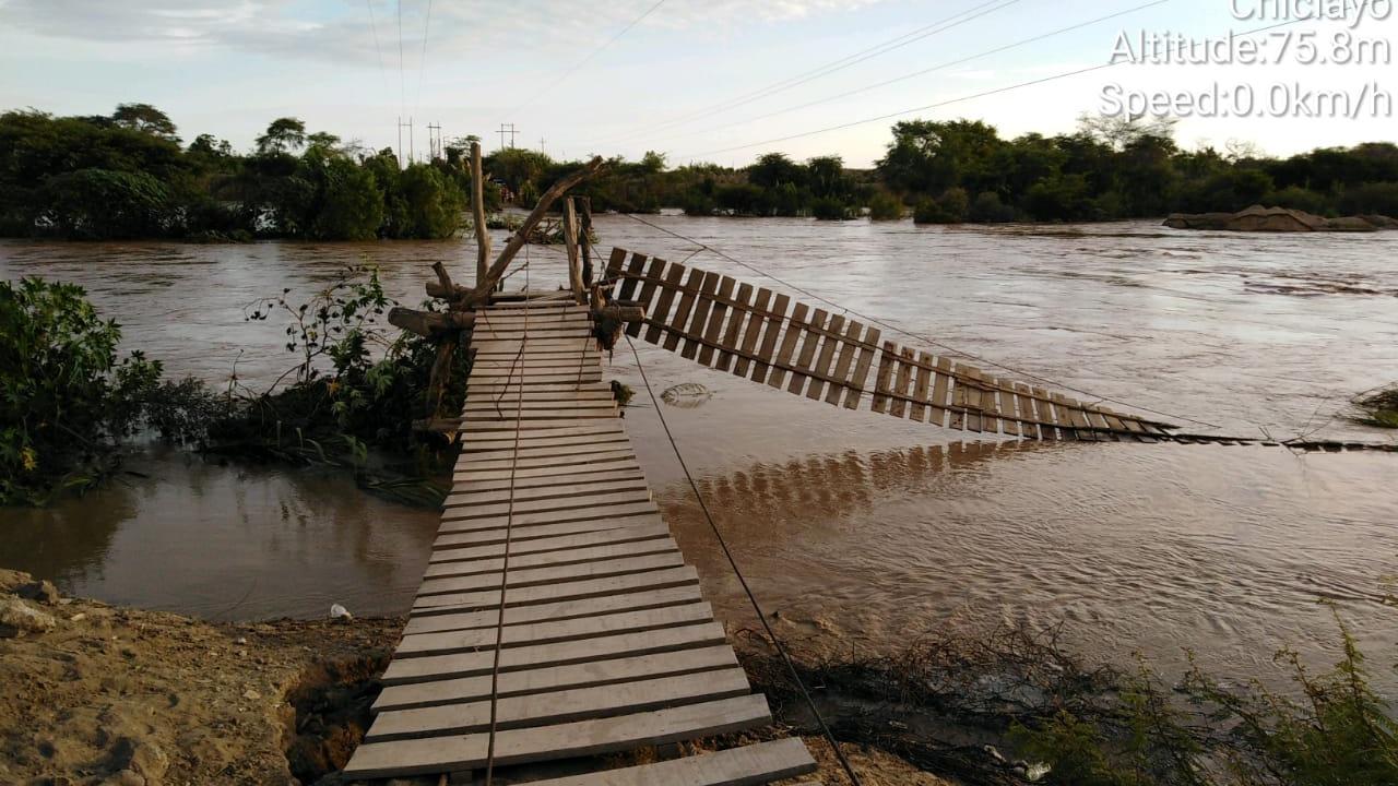 Las aguas del río Zaña se llevó, otra vez, a los puentes colgante y alcantarilla