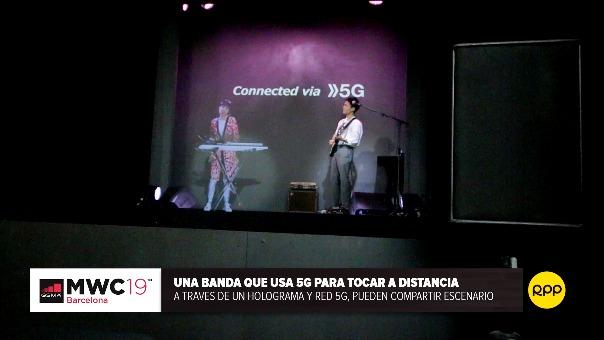 Demostración en el Mobile World Congress de Barcelona. El 5G le ha permitido a una banda tocar a la distancia incorporando un holograma.