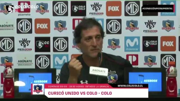 Mario Salas se enojó en una conferencia de prensa en Chile.