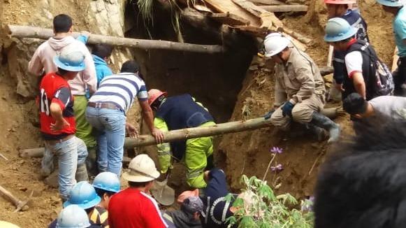Así fueron las labores de rescate de los mineros atrapados al interior del socavón de una mina en Parcoy.