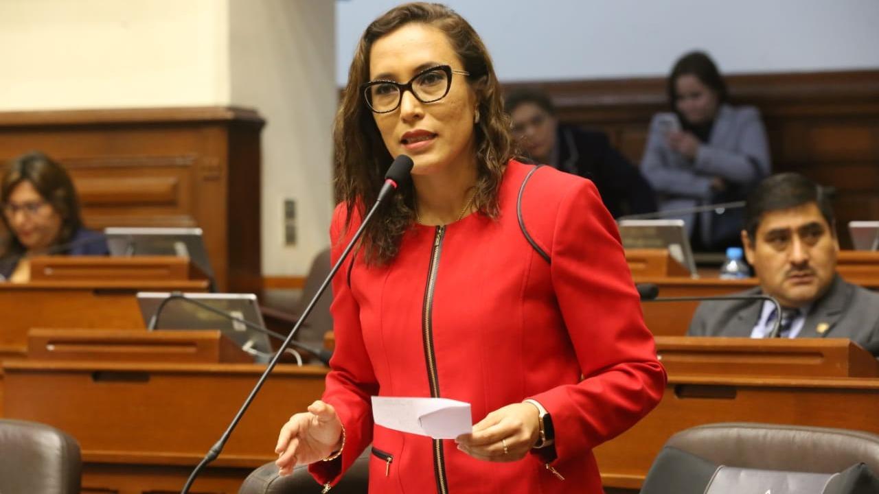 La congresista criticó las denuncias por acoso de los congresistas.