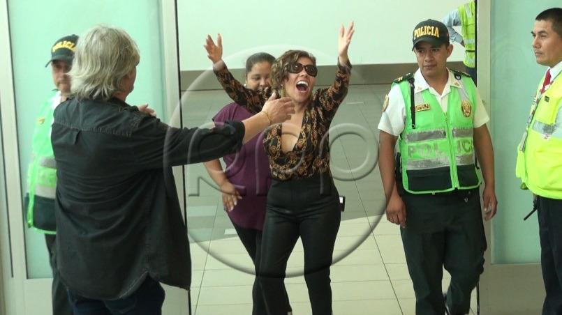 Así fue el recibimiento de Susan Ochoa en el aeropuerto Jorge Chávez.