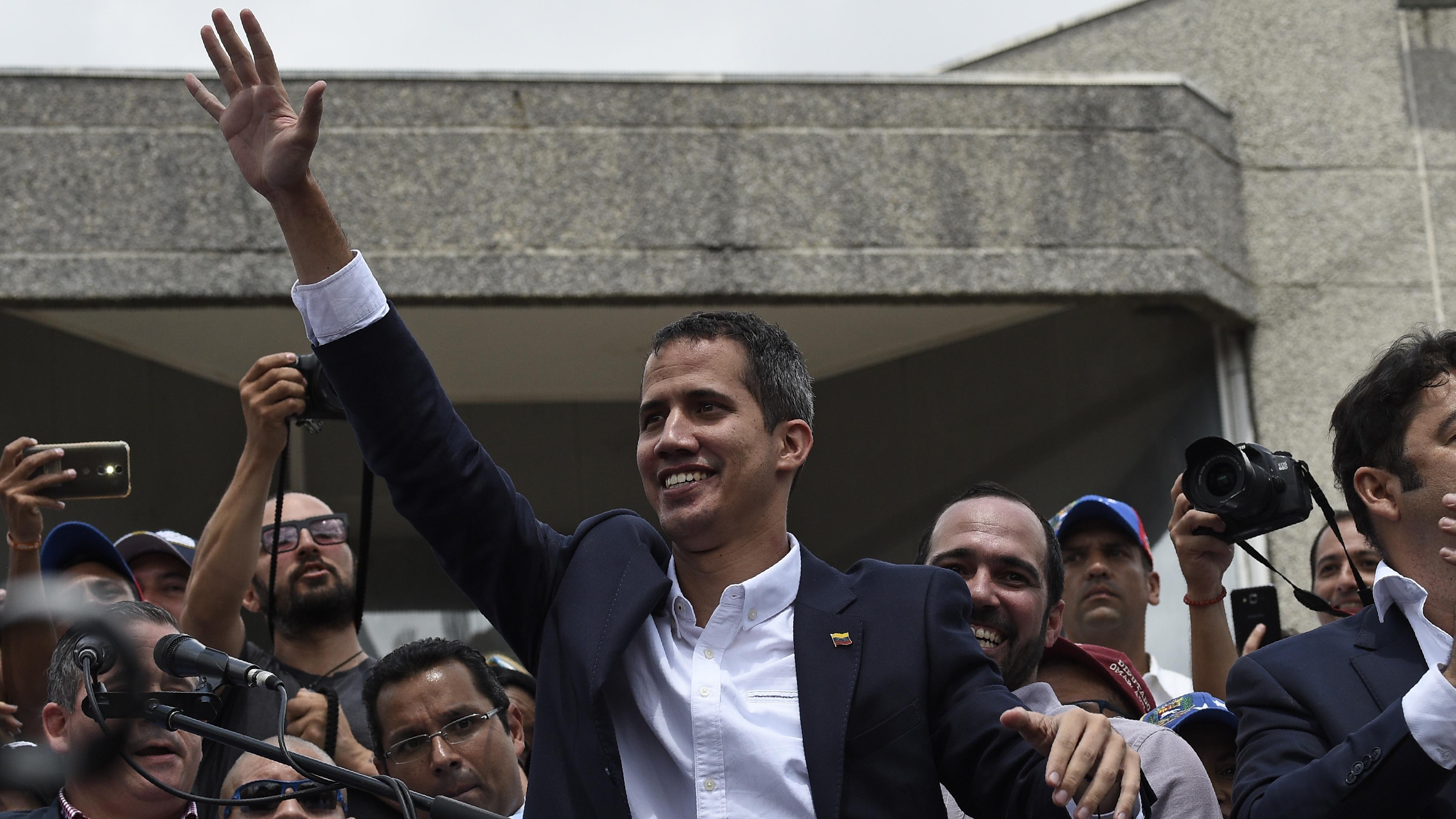 Juan Guaidó fue recibido por una multitud en Venezuela.