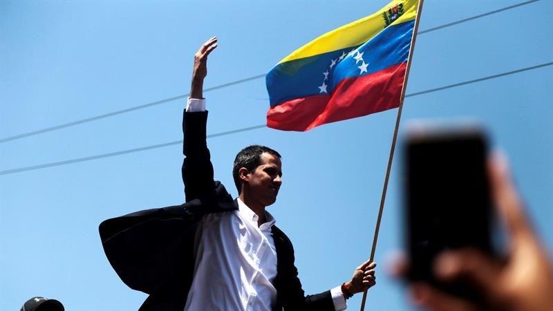 El líder opositor venezolano aseguró que ya son más de 700 los militares que han desertado.