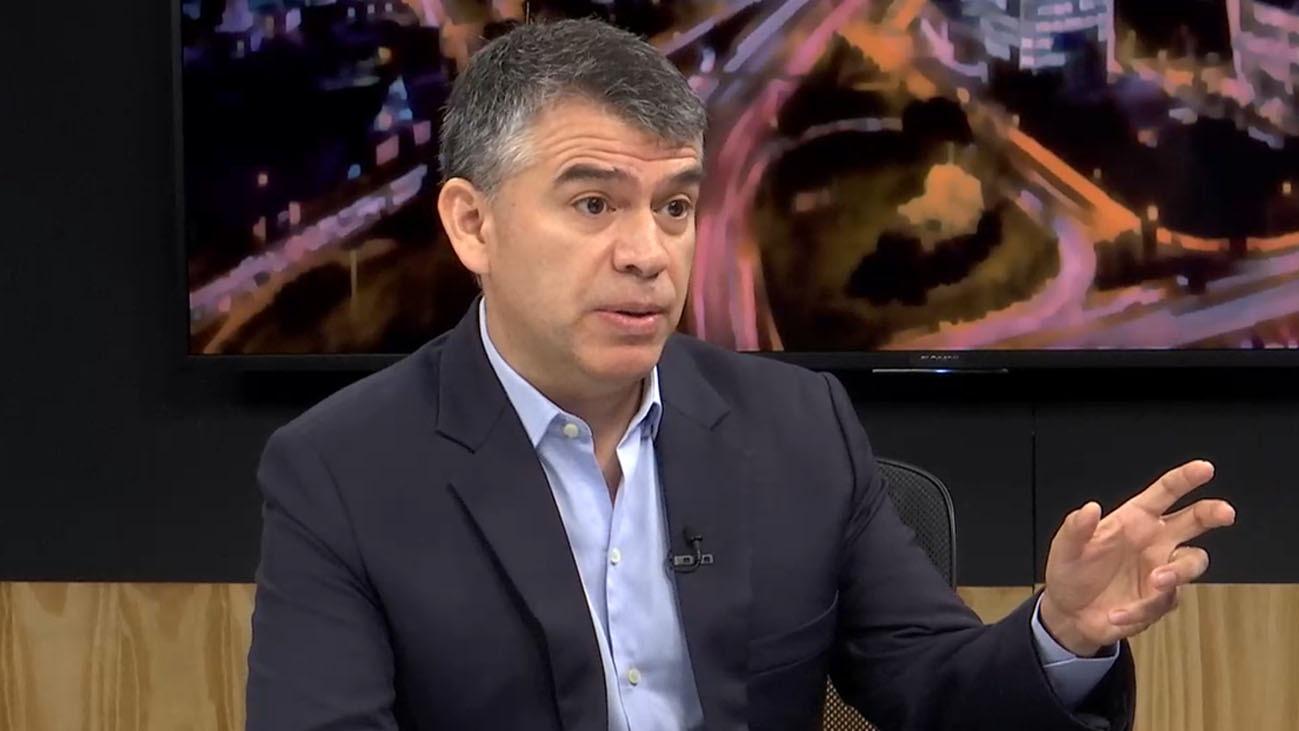 El líder del recién inscrito Partido Morado respondió al congresista de Acción Popular, Víctor Andrés García Belaude, quien lo calificó de Pulpín en alusión a su poca experiencia política. Guzmán dijo sentirse honrado de lo llamen así.