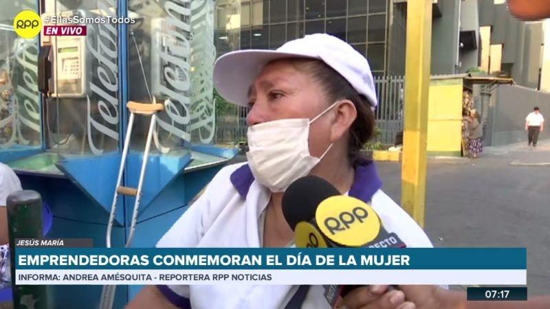 Diana Requejo vende desayunos frente al Hospital Rebagliati, en Jesús María.