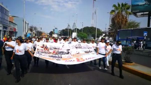 Mujeres policías acompañaron la marcha por el Día Internacional de la Mujer realizada en Trujillo.