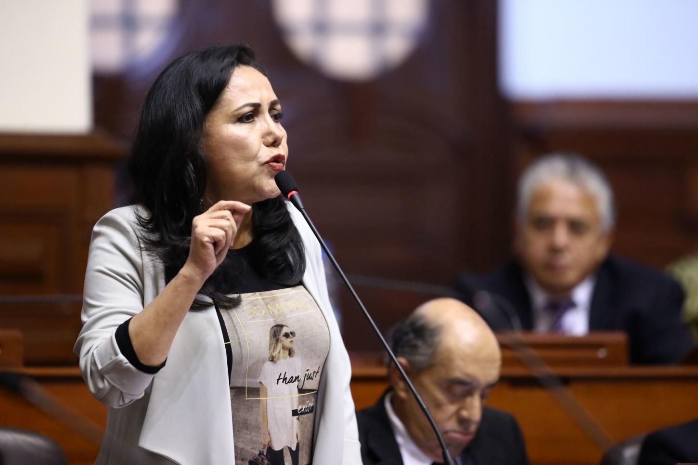 Gloria Montenegro.