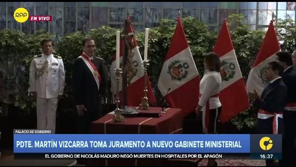 Así fue el momento preciso del apagón durante la toma de juramento de la ministra Paola Bustamente.