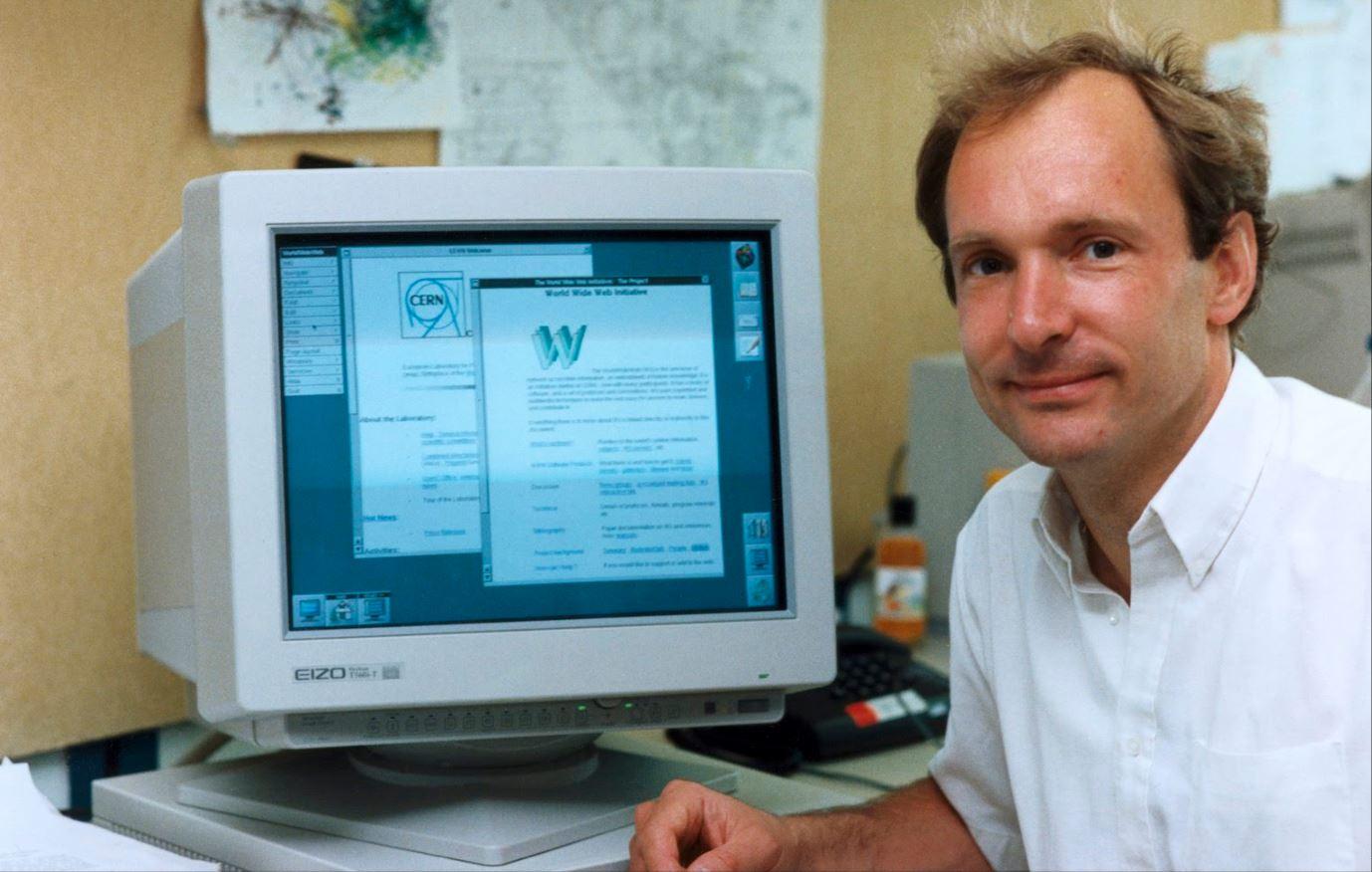 Tim Berners-Lee inventó la WWW en 1989. Buscaba que los científicos puedan compartir con mayor facilidad datos de sus experimentos.