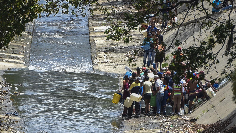 En zonas a las que les había llegado el servicio se vieron más tarde afectadas por la explosión de transformadores como ocurrió en el municipio caraqueño de Baruta.