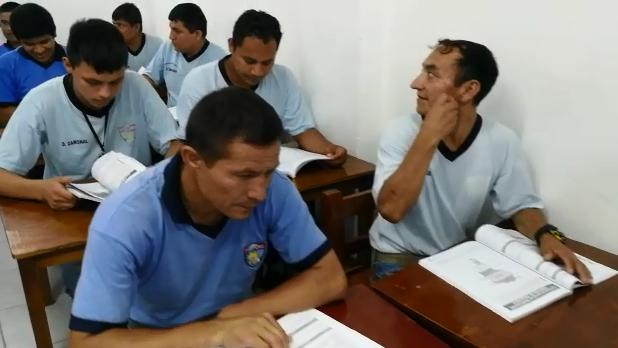 Internos recibieron textos para iniciar sus clases