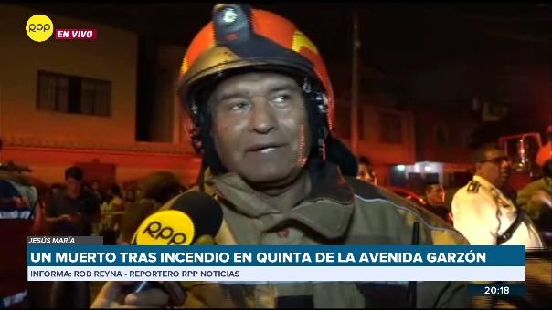 Los bomberos confirmaron la muerte de un hombre de 84 años durante el incendio.