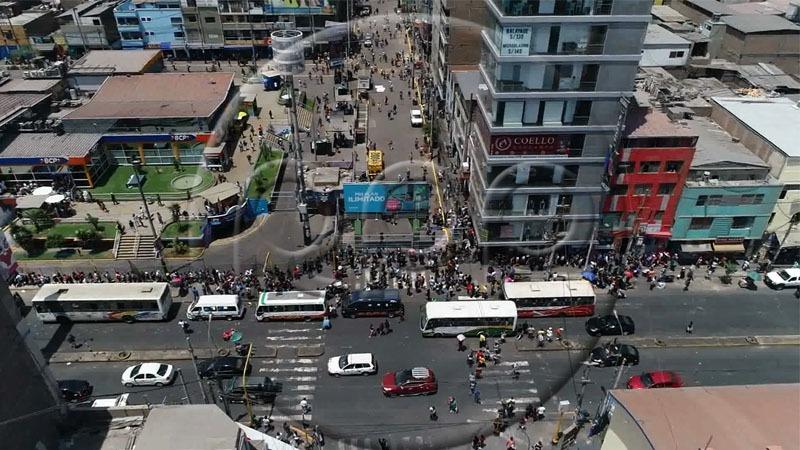 Imágenes aéreas de la avenída Prolongación Huánuco tras la reapertura del emporio comercial de Gamarra.
