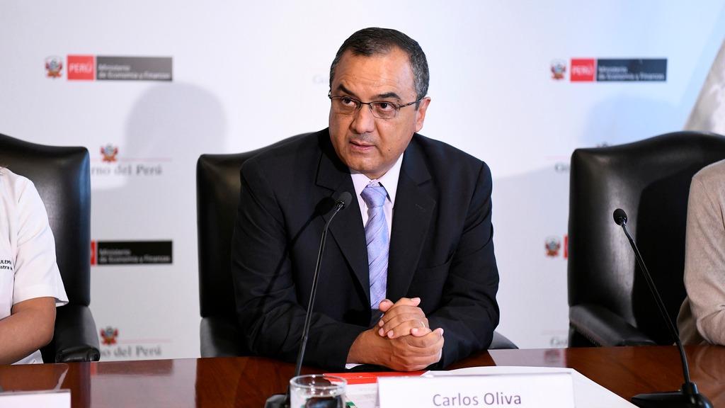 El ministro de Economía, Carlos Oliva, habla sobre los posibles cambios en el sistema de pensiones.