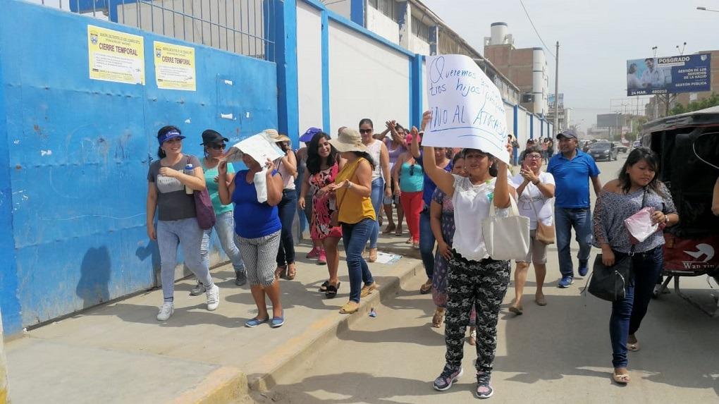 Padres exigen que alumnos del Mater Admirabilis sean reubicados