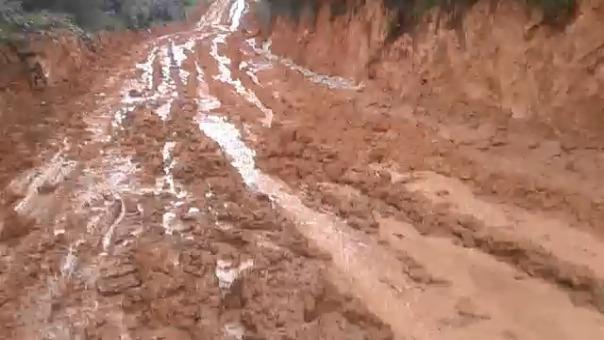 Las lluvias han convertido en lodo las carreteras de Agallpampa, en Otuzco.