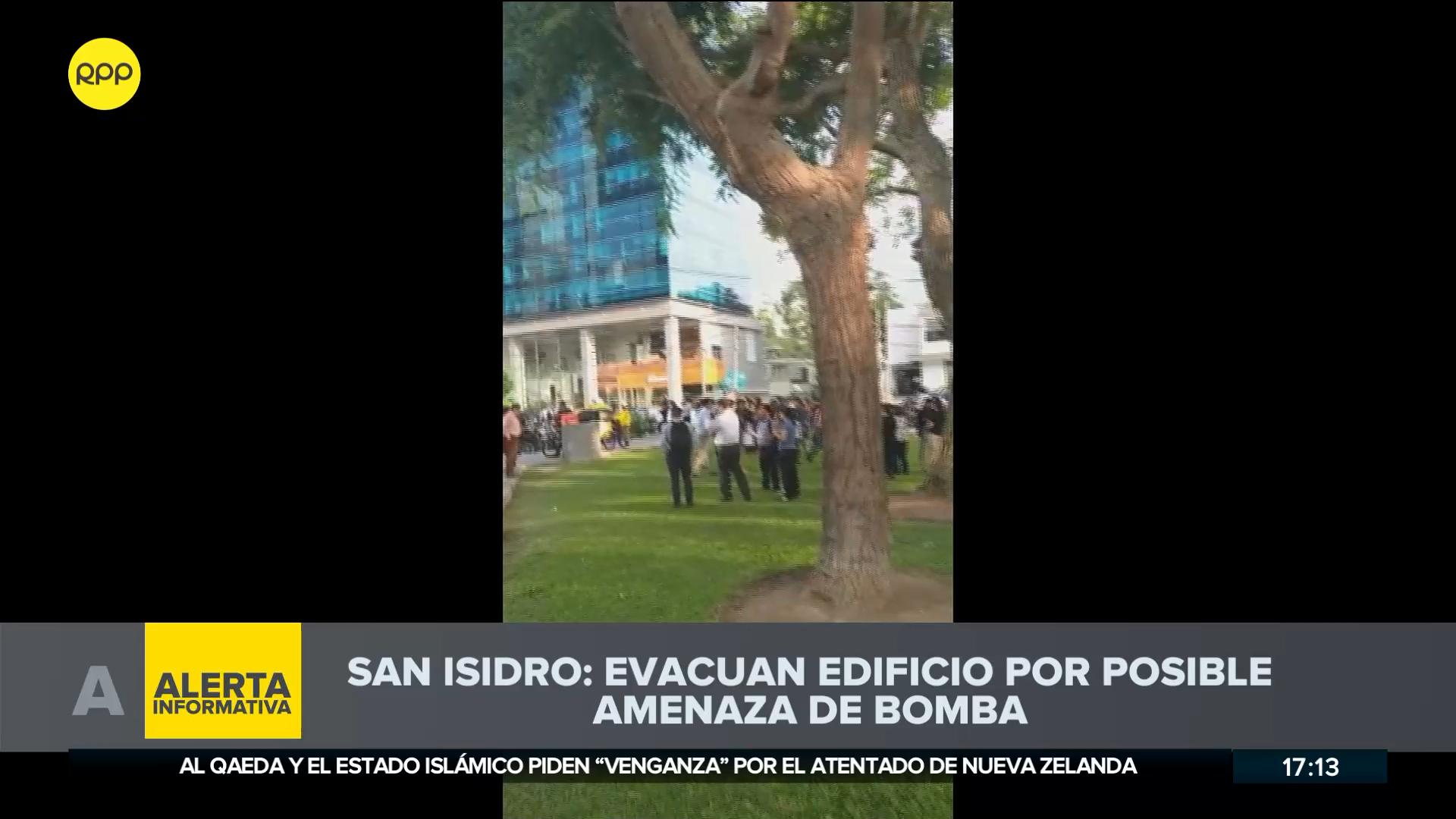El edificio Platinuum de la avenida Andrés Reyes en San Isidro fueron evacuados.