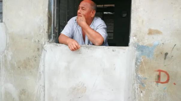 Así protegen sus viviendas del huaico los vecinos de El Porvenir.