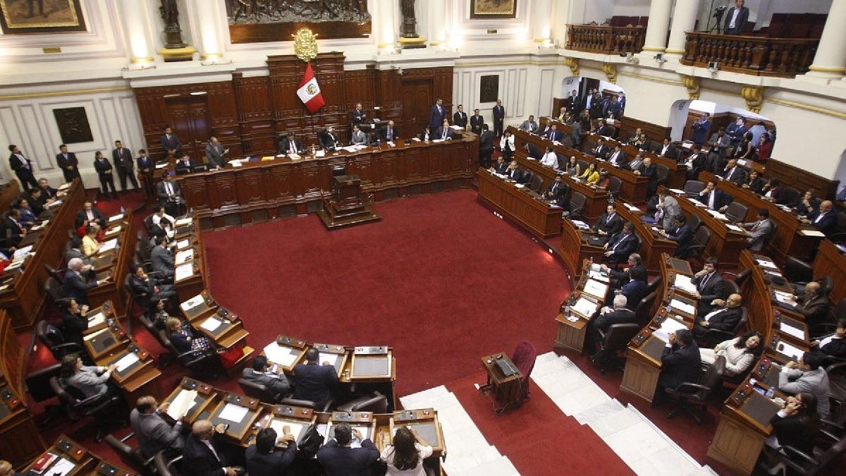 La comisión de reforma política presentó propuestas al Ejecutivo.