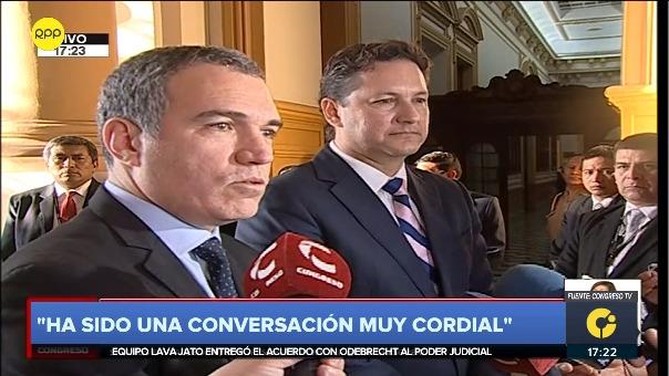 Este lunes por la tarde, el presidente del Congreso recibió al presidente del Consejo de Ministros, Salvador del Solar en el Parlamento.