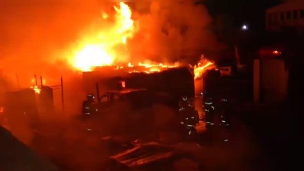 Fuego inició a la medianoche y fue pagado casi tres horas después.