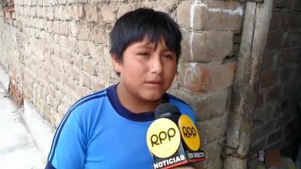 El pequeño asegura que sueña con ser policía para acabar con la corrupción. Dice que tiene buenas notas en el colegio.